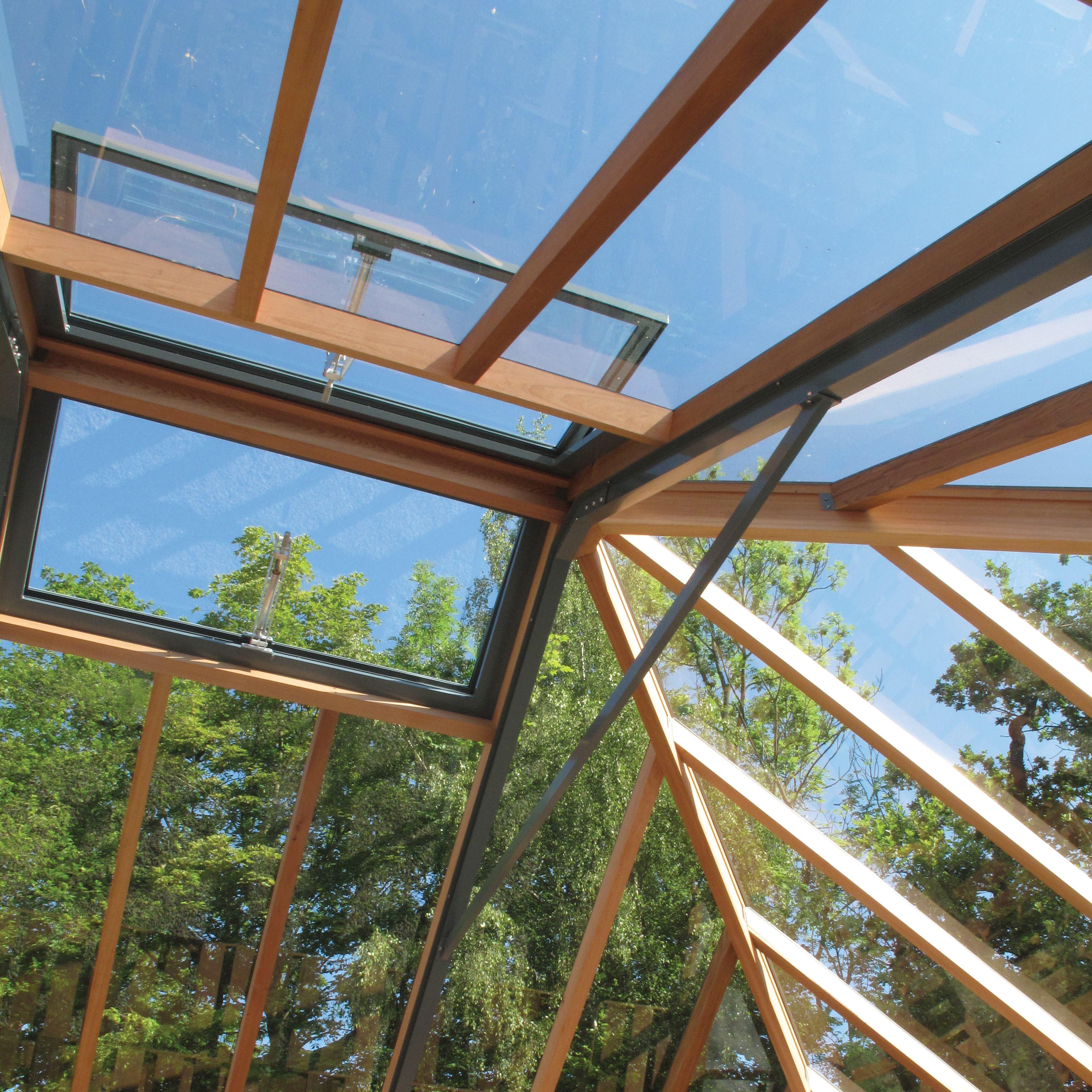 Serre en bois Gabriel Ash - Intégration discrète du meilleur de la technologie, système de ventilation automatique et verres de sécurité